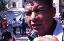 """""""Profesor"""" vendía espacios a ambulantes en el zócalo"""