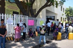 Detienen servicios en el Hospital Civil ante falta de respuesta del Gobierno Estatal  y Federal a sus demandas