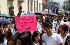 Exigen justicia trabajadores y alumnos de la Facultad de Medicina, por la muerte de Yehú Robles