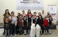 """Entregan apoyos del programa """"Estímulos  a la educación básica 2015"""""""