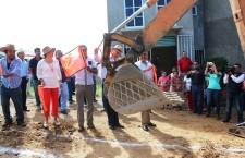Demuestra Javier Villacaña compromiso de impulsar desarrollo de Donají; inicia obras sociales