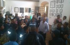 Atiende Javier Villacaña inconformidad de policías municipales