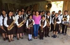Apoya diputada Iraís González Melo con uniformes a Banda de Música de San José el Porvenir