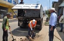Cuadrillas municipales de Santa Lucía del Camino, realizan labores de bacheo