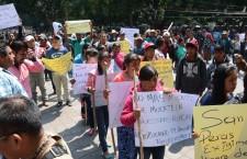 Exigen agentes municipales de San Martín Peras recursos de los Ramos 28 y 33