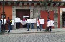 Exigen habitantes de San Jerónimo Yahuiche atención médica, toman oficinas de los SSO