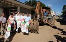 Inicia Raúl Cruz pavimentación en la colonia Las Flores