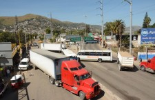 Bloquean mototaxistas de San Juan Chapultepec vialidades aledañas al Parque del Amor