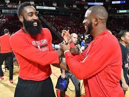 Harden y Paul mantienen a Rockets en la pelea por el Oeste