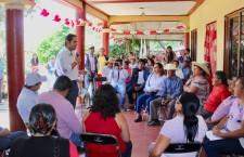 Con las puertas abiertas, reciben familias de Etla a Raúl Bolaños Cacho Cué
