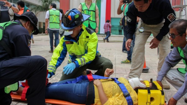 Participan 10 mil trabajadores del Gobierno de Oaxaca  en Macrosimulacro Nacional