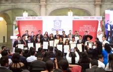 Entrega Alejandro Murat Premio Estatal de la Juventud 2018