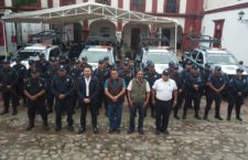 Mejora la seguridad en Santa Lucía, con la entrega de otra patrulla y equipamiento policial.