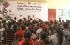 Entregan DIF Oaxaca y el IEEPO becas a madres adolescentes y embarazadas