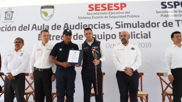 Con una inversión de 54.5 mdp, dota Alejandro Murat de equipamiento y vehículos a policías de la entidad