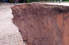Atiende CEPCO y CAO carretera interrumpida por lluvias