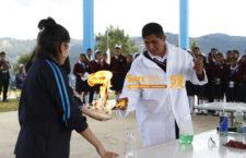 Celebran aniversario de clave escolar con encuentro de química