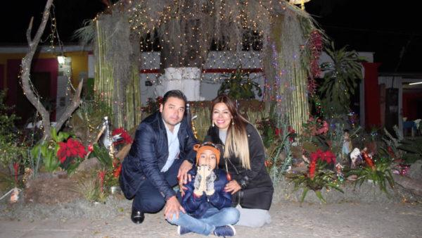 Enciende Raúl Cruz árbol de navidad en Santa Lucía, es tiempo de unidad, afirma el edil.