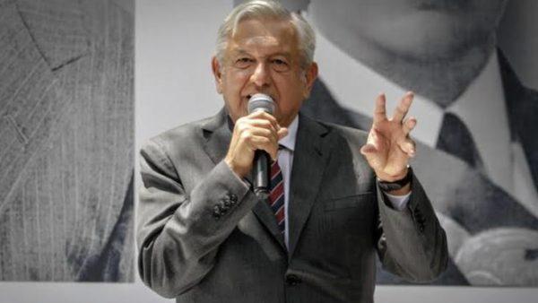 AMLO firma iniciativa para derogar la Reforma Educativa