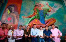 Inaugura Oswaldo García mural que enaltece la riqueza gastronómica de Oaxaca