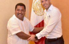 Se reune el gobernador Alejandro Murat con el presidente municipal de Santa María Tonameca.