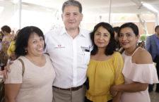 Festeja Administración a madres trabajadoras