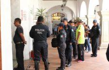 Cumple Ayuntamiento capitalino a policías con entrega de compensación salarial de FORTASEG