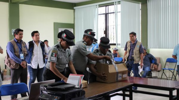 Entrega Asamblea de Ocotepec a Guardia Nacional y FGR a 19 personas retenidas