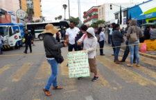 Normalistas vuelven a bloquear terminal de autobuses de primera clases, exigen cumplimiento a sus demandas