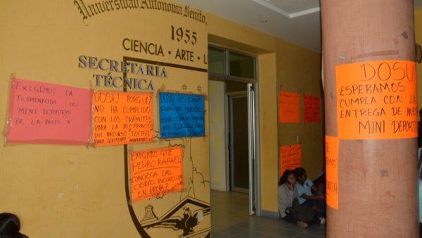 Exigen maestros y alumnos de la Preparatoria 7 de la UABJO conclusión de obra
