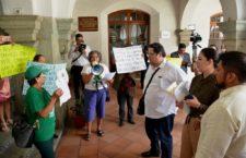 Pretende Hilda Toledo presionar al ayuntamiento de Oaxaca para manejar recursos para esterilización de perros