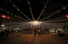 Ilumina Administración el zócalo y calles de la capital con colores navideños