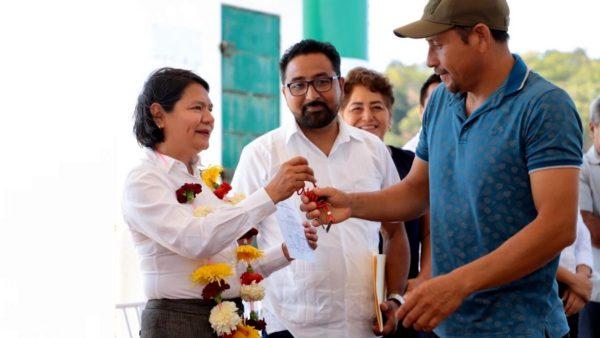 Entrega Gobierno de Oaxaca equipo a 60 pescadores de la Costa