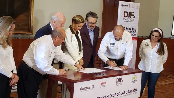 Firman convenio el sistema DIF Estatal y la Fundación Ver Bien para Aprender Mejor