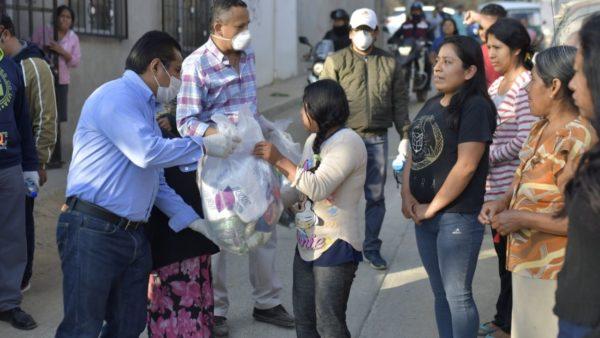 Llega a San Juan Chapultepec apoyo del Ayuntamiento de Oaxaca de Juárez a familias necesitadas