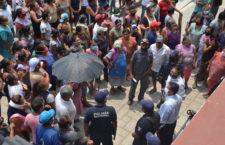 Grupo de choque bloquean Palacio Municipal de San Antonio de la Cal, se oponen a sanitización