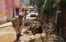 Continúa SAPAO labores de reparación de fuga en colonia Vicente Suárez