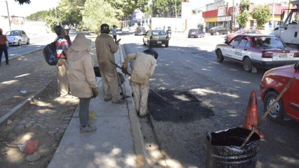 Repara Ayuntamiento de Oaxaca de Juárez 570.34 metros cuadrados de vialidades
