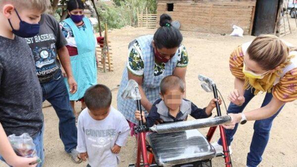 De casa en casa, DIF Estatal Oaxaca continúa brindando asistencia social sin descanso