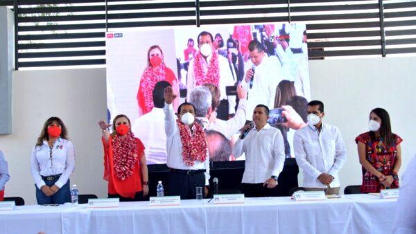 Asumen Eviel Pérez Magaña y Claudia Silva Fernández, dirigencia estatal del PRI en Oaxaca