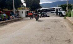 Bloquean vecinos de la Col. Gómez Sandoval puente del Río Salado, exigen drenaje